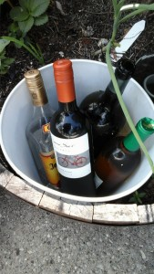 Simple bucket holds a lot of beverages